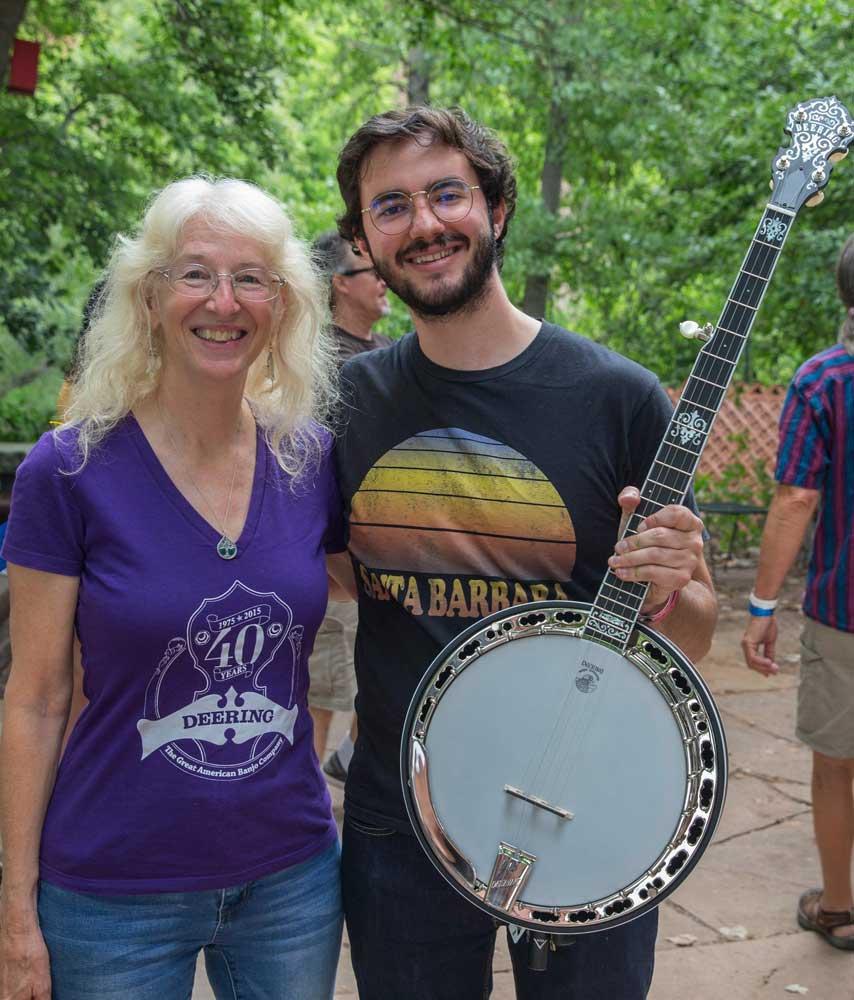 Max Schwartz wins new banjo